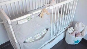 organizer na lóżeczko niemowlaka